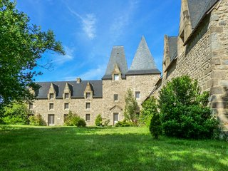 Manoir de Pléac Ouest - A classical, 4-bedroom mansion in Combourg with WiFi – 10km from the zoo! - Combourg vacation rentals