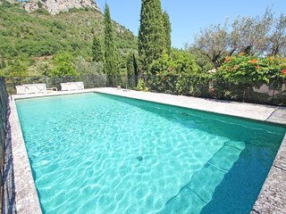 Le Mas du Rocher - a luxurious, 5-bedroom villa in Vence with a swimming pool and spacious   garden! - Vence vacation rentals