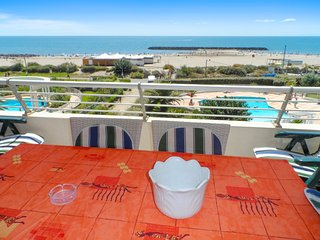 Comfortable, 2-bedroom apartment with a balcony and swimming pool access – 4m from the beach! - Cap-d'Agde vacation rentals