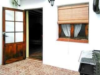 Well-appointed 2-bedroom holiday home in Valdezufre, Andalusia with a terrace and barbecue. - Valdezufre vacation rentals