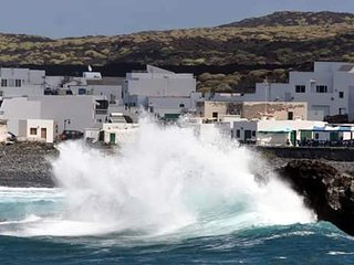 Bright 3-bedroom house on Lanzarote in the Canary Islands with a large sun terrace and WIFI! - El Golfo vacation rentals