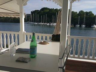 Superbe F4 à la marina avec jacuzzi & accès bateau - Pointe-à-Pitre vacation rentals