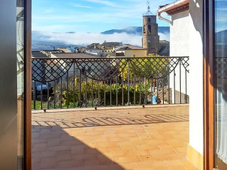 Modern 2-bedroom apartment in northern Spain with a terrace, WiFi and a gorgeous mountain view! - Torres del Obispo vacation rentals