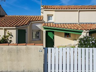 Comfortable 2-bedroom house in Saint-Denis-d'Oléron with pool access, garden and furnished terrace! - Saint-Denis d'Oleron vacation rentals