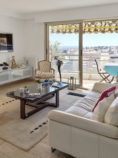 Well-appointed, 1-bedroom apartment in Le Cannet with a furnished balcony and beautiful sea views - Le Cannet vacation rentals