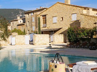 Théra House – a traditional, 3-bedroom stone house with two terraces and swimming pool access! - Rustrel vacation rentals