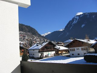 Cozy, 1-bedroom apartment with spectacular mountain views and a balcony - 350m from the slopes! - Morzine vacation rentals