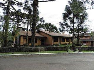 Bright 4 bedroom Condo in Gramado - Gramado vacation rentals