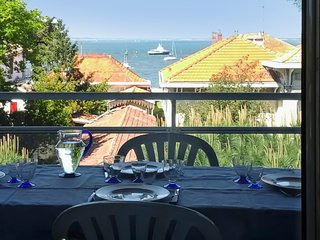 Comfortable, 1-bedroom apartment with a furnished terrace and sea views - steps from the beach! - Arcachon vacation rentals