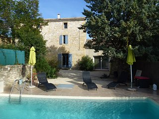 Modern, 2-bedroom house with on the outskirts of Avignon with internet and a private swimming pool! - Argilliers vacation rentals