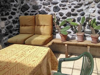 Gite Alba La Romaine - traditional, 2-bedrooms house in the Ardèche region with a furnished terrace - Alba-la-Romaine vacation rentals