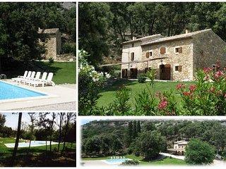 Mas de charme, 10 hectares de forêt piscine - Saint-Restitut vacation rentals
