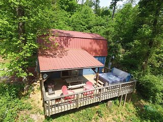 The Shed at Lookout Mountain Hang Gliding, Chattanooga, deck, hiking, hot tub - Chattanooga vacation rentals