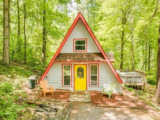 """Professionally managed """"Windsong Chalet"""" wooded, hot tub, 14 mile to downtown - Chattanooga vacation rentals"""