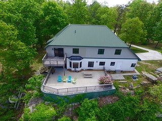 Cloud Nine, spacious, relaxing, sleeps 10 on the bluff of Lookout Mountain - Chattanooga vacation rentals