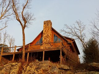 Hunters' Lodge, log home, western bluff of Lookout Mountain, views, hiking - Chattanooga vacation rentals