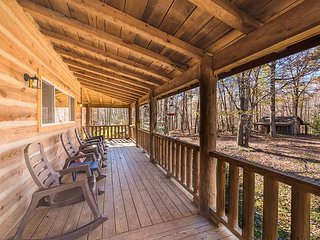 Trail's End, Log Cabin, 12 miles to downtown Chattanooga, rocking chair porch - Chattanooga vacation rentals