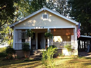 Adorable Maplewood Cottage, Ruby Falls - 1 mile, Downtown Chattanooga 5 miles - Chattanooga vacation rentals