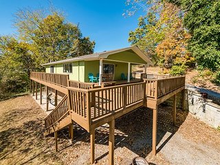 DAYTON, TN Lakeside Retreat Main channel, with a dock, sleeps 4 - Bass Cabin - Chattanooga vacation rentals