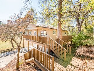 DAYTON, TN Lakeside retreat,  Fishing, Sleeps 4 on the Tennessee River - Chattanooga vacation rentals