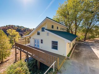 DAYTON Lakeside Retreat Catfish House - Fish, Boat, Enjoy, sleeps 11 - Chattanooga vacation rentals