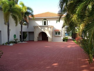 4 Bedrooms, 4.5 Bathrooms, Sleeps 12 - Dorado vacation rentals