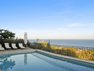 Luxury, 3-bedroom villa near Sainte-Maxime with a terrace and swimming pool  5 min walk from the sea - Amazing view - Roquebrune-sur-Argens vacation rentals