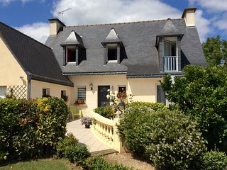 Peaceful, 4-bedroom house with a furnished terrace and flower-filled garden – 10 mins from the sea! - Tregomeur vacation rentals