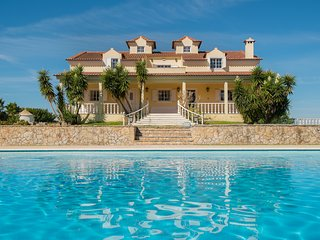 LAST MINUTE PROMOTION -25% - Huge, 5-bedroom villa with a swimming pool – 15 mins from the sea! - Palmela vacation rentals