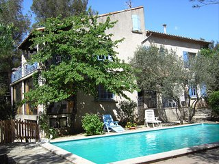 Splendid 2-bedroom house in Nîmes with a shared swimming pool, a terrace, WiFi and table tennis. - Nimes vacation rentals