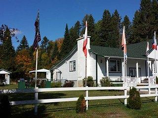 Chouette-Mini cottage at L'Évasion Gîte & Refuges - Lac-Superieur vacation rentals