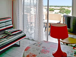 Residence de la Plage – a sunny, 1-bedroom apartment with a furnished balcony – 60m to the beach! - Saint-Cyprien vacation rentals