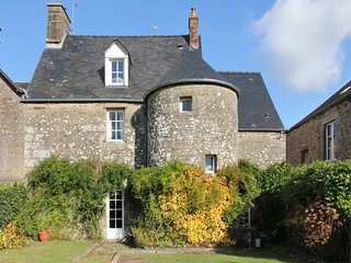 Gorgeous, 3-bedroom house in Monthault with a furnished garden and WiFi! - Melle vacation rentals