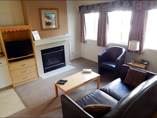 Banff Boundary Lodge - Excellent 2 Bedroom Lower Floor Suite - Harvie Heights vacation rentals