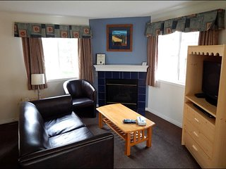 Banff Boundary Lodge Spacious 2 Bedroom Suite on Upper Floor! - Harvie Heights vacation rentals