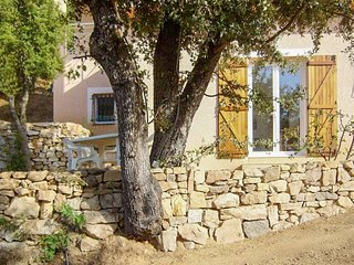 Newly refurbished apartment in perfectly situated Alata, Corsica with garden area and WiFi - Alata vacation rentals