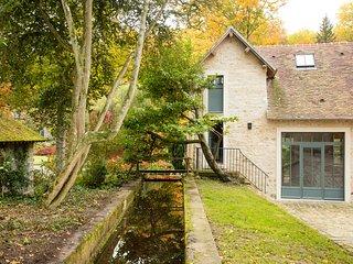 Le Moulin du Domaine de Courances – a rustic, 2-bedroom mansion with WiFi just 60km from Paris! - Courances vacation rentals