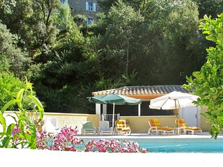 LAST MINUTE PROMOTION - 3-bedroom floor of a chateau in Cazouls-lès-Béziers with swimming pool access! - Cazouls-les-beziers vacation rentals