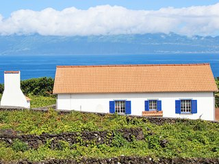Case Aguia - a modern, 2-bedroom house in Ribeirinha with a furnished terrace and superb sea views! - Piedade vacation rentals