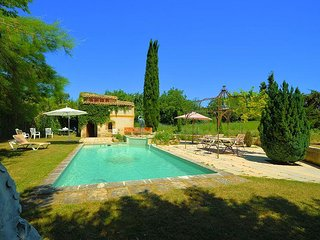 Well-decorated house in Luberon Regional Nature Park with a swimming pool and spacious garden! - Vaugines vacation rentals