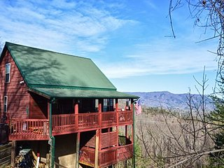 Perfect Cabin with Internet Access and Shared Outdoor Pool - Pigeon Forge vacation rentals