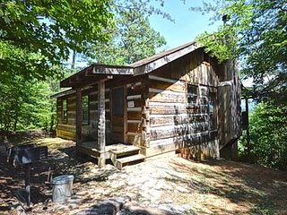 Cozy 1 bedroom Cabin in Pigeon Forge with Internet Access - Pigeon Forge vacation rentals