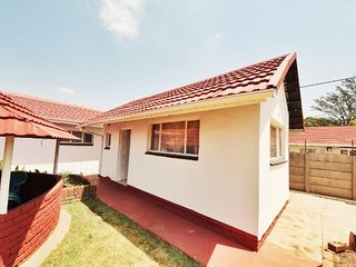 Bright 4 bedroom Boksburg House with Satellite Or Cable TV - Boksburg vacation rentals