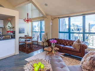 HIGH END LUXURY LOFT-FANTASTIC CITY &MOUNTAIN VIEW - Vancouver vacation rentals