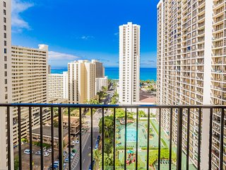 Panoramic Ocean Views |1 Block from Beach | Parking & WiFi - Honolulu vacation rentals