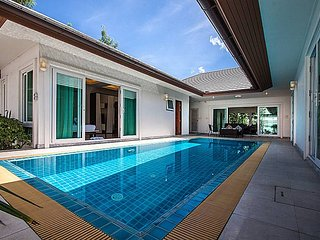 Perfect Villa with Shared Outdoor Pool and Microwave - Bang Lamung vacation rentals