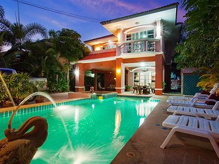 Deluxe 5 bed villa at Jomtien beach - Jomtien Beach vacation rentals