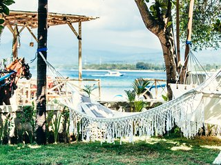 Senang Beachfront villa, Gili Air sleep's 8pax - Gili Air vacation rentals