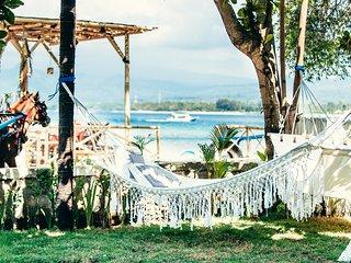 Senang Beachfront villa, Gili Air sleep's 8pax - Gili Air vacation rentals