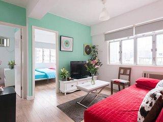 Stylish 3 Bedroom Apartment in Jordan MTR station - Hong Kong vacation rentals